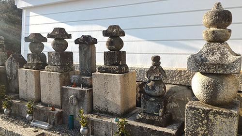 森蘭丸・坊丸・力丸三兄弟の墓