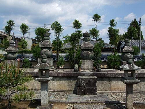 総見院の信長の墓